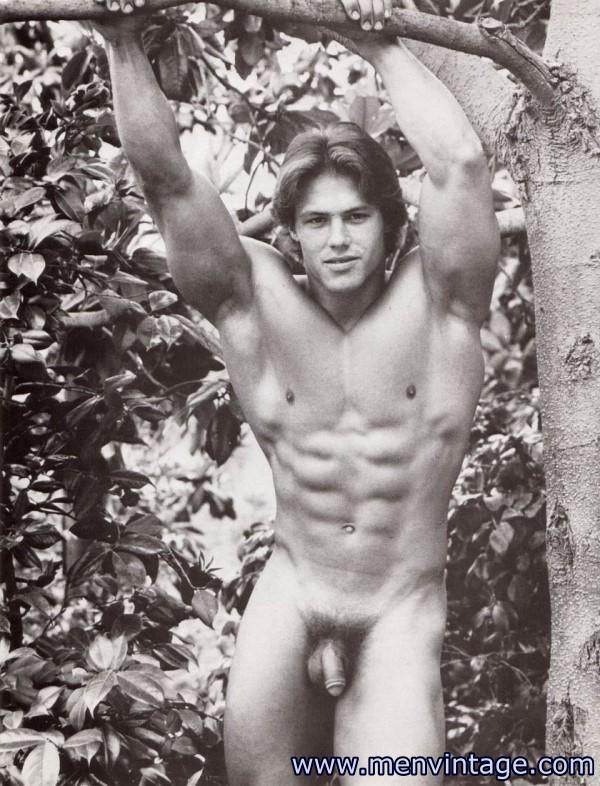 Hot muscle men naked in erotic art amagzine