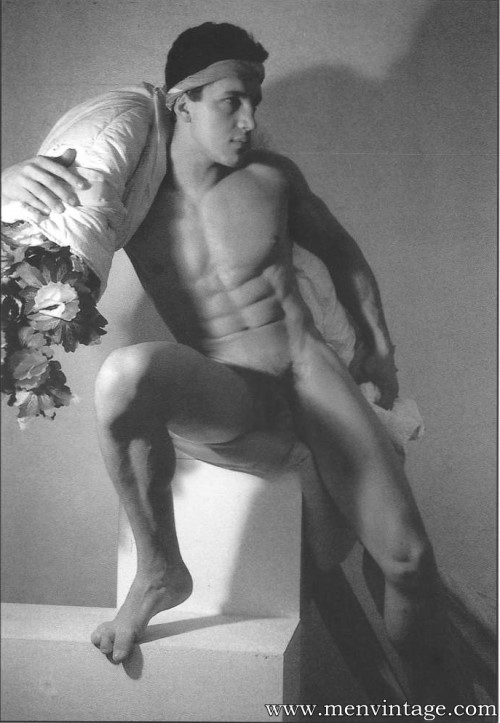 italian muscle men naked