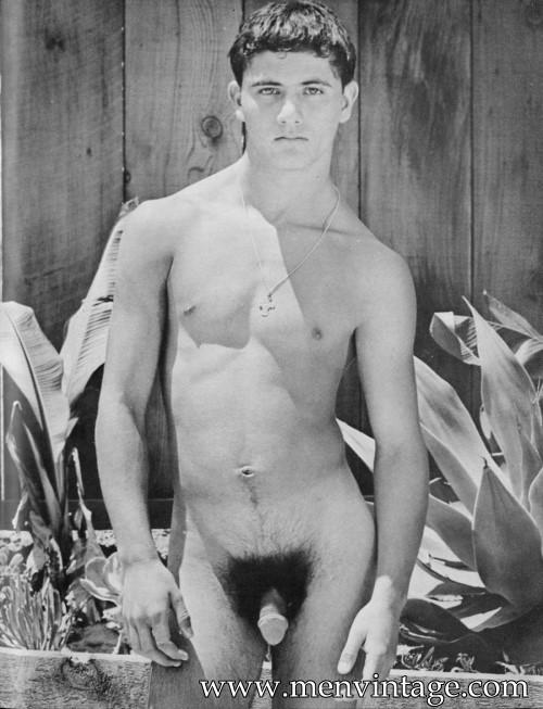 vintage-nude-young-men-amateur-housewife-sluts