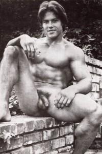 Beautiful male erotica: muscle men nude